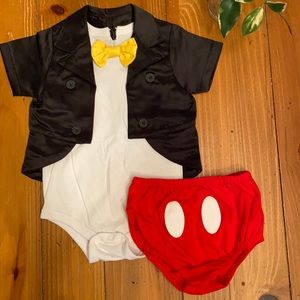 Disney Parks Mickey Mouse outfit 18M